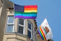 Banderas en Castro, vecindad gay de San Francisco Imágenes de archivo libres de regalías