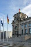 Banderas en el Reichstag Imágenes de archivo libres de regalías