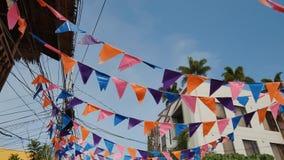 Banderas en las calles de las Filipinas en honor de una celebración almacen de metraje de vídeo