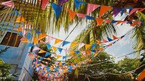 Banderas en las calles de las Filipinas en honor de una celebración almacen de video
