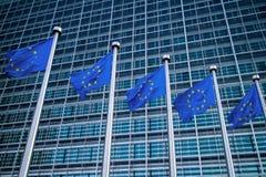 Banderas europeas delante del edificio de Berlaymont Fotografía de archivo libre de regalías