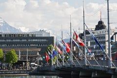 Banderas fijadas al puente Fotos de archivo libres de regalías