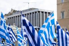 Banderas griegas que agitan fotos de archivo libres de regalías
