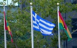 Banderas internacionales en el frente de la sede de Naciones Unidas en Nueva York Foto de archivo libre de regalías