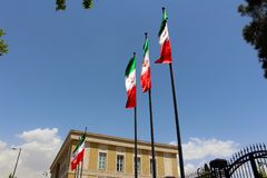 Banderas iraníes en Teherán, Irán fotografía de archivo libre de regalías