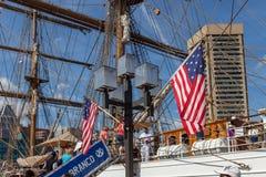 Banderas ligeras de los E.E.U.U. de los posts en puerto interno Imagenes de archivo