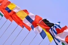 Banderas nacionales en línea Imágenes de archivo libres de regalías