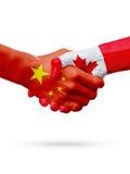Banderas países de China, Canadá, concepto del apretón de manos de la amistad de la sociedad ilustración 3D Fotografía de archivo libre de regalías