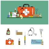 Banderas planas médicas de la atención sanitaria Los iconos de los primeros auxilios fijan y diseñan elementos Herramientas médic Imagen de archivo