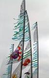 Banderas que vuelan en un festival de la cometa Fotos de archivo libres de regalías