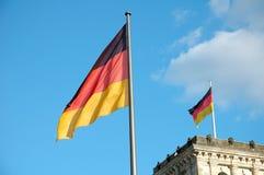 Banderas sobre Reichstag Imagen de archivo libre de regalías