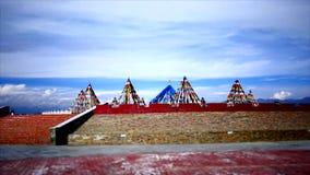Banderas tibetanas, pagodas, templos y estructuras religiosas metrajes