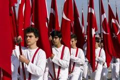 Banderas y estudiantes de Turish Foto de archivo libre de regalías