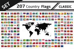 207 banderas y mapa del mundo de país Foto de archivo libre de regalías