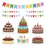 Banderas y tortas coloridas del cumpleaños Imagenes de archivo