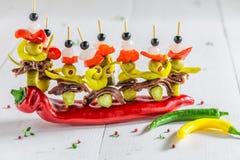 Banderillas avec des poivrons, des olives et des anchois pour le corrida espagnol Image libre de droits