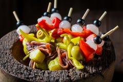 Banderillas avec les ingrédients frais pour le corrida espagnol Photos libres de droits