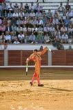 Banderillero, le toréador qui, à pied, place les dards dans le taureau Images stock