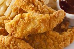 Bandes croustillantes organiques de poulet images stock