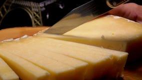 Bandes de coupes de couteau de fromage ? p?te dure banque de vidéos
