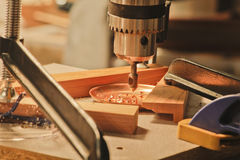 Bandes de cuivre sur une presse de foret Photos stock