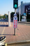 Bandes dessinées réglées d'intersection du trafic et langue humoristique pour persuader des piétons de ne pas courir une lumière  Photo libre de droits