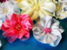 Bandes roses et blanches de satin Photographie stock libre de droits