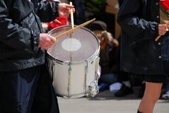 bandet drums marsch Arkivbild