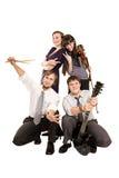 bandet vänder lycklig görande musik för rolig grupp mot Royaltyfri Bild