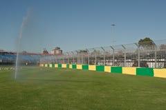 Barrière et fontaine de pneu photo libre de droits