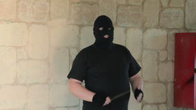 Bandido no passa-montanhas que ambushing com faca filme