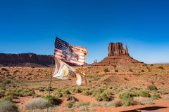 Bandiera alla valle del monumento Immagini Stock