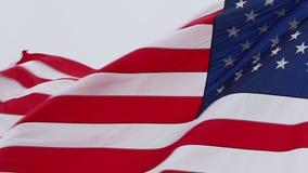 Bandiera americana che fluttua nel vento stock footage