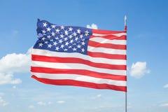 Bandiera americana con cielo blu Fotografia Stock Libera da Diritti