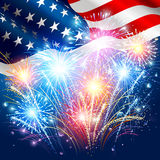 Bandiera americana con i fuochi d'artificio colorati Fotografie Stock