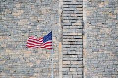 Bandiera americana con la diga Immagine Stock
