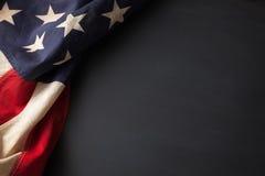 Bandiera americana dell'annata su una lavagna Immagini Stock