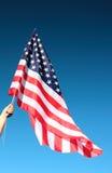 Bandiera americana della holding della mano Immagine Stock