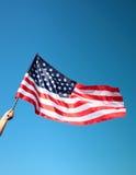 Bandiera americana della holding della mano Immagini Stock Libere da Diritti