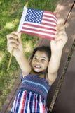 Bandiera americana della holding della ragazza di Llittle Immagine Stock
