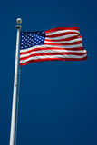 Bandiera americana e cielo blu Immagini Stock Libere da Diritti