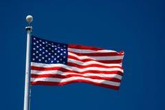 Bandiera americana e cielo blu Fotografia Stock Libera da Diritti