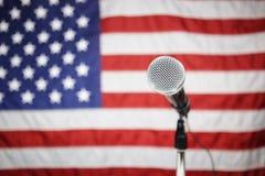 Bandiera americana e microfono Fotografia Stock Libera da Diritti