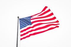 Bandiera americana isolata che soffia in vento il giorno nuvoloso Fotografie Stock Libere da Diritti