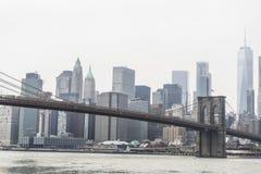 Bandiera americana nell'esposizione sul ponte di Brooklyn immagine stock libera da diritti