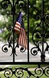 Bandiera americana in portone dell'entrata Immagine Stock Libera da Diritti