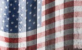 Bandiera americana su vecchio fondo di legno Fotografie Stock