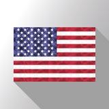 Bandiera americana sui precedenti dell'arcobaleno con poli effetto basso di arte Fotografia Stock