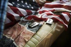 Bandiera americana sul viaggio di viaggio di Van Rear Seat Road Trip Fotografia Stock Libera da Diritti