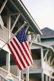 Bandiera americana sulla casa immagine stock libera da diritti